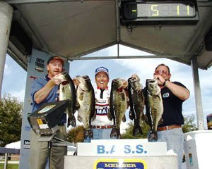 Dean Rojas record breaking limit in Bass Masters tournament on Lake Toho - Kissimmee, Florida
